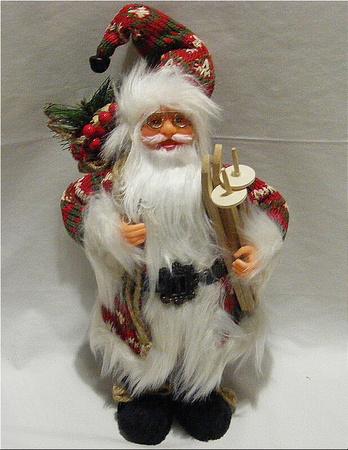 Mikołaj 32 cm - Mikołaj ubrany we wzorzysty płaszcz z białym futerkiem (1)