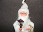 Mikołaj grający biały  (2)